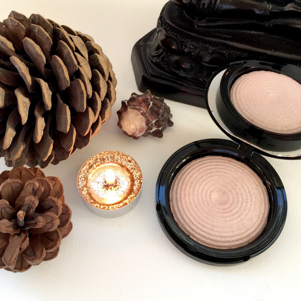 Makeup Revolution Radiant Light Highlighter Exhale