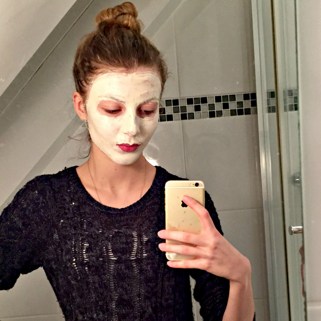 Montagne Jeunesse Super Fruit Mud Face Mask Selfie