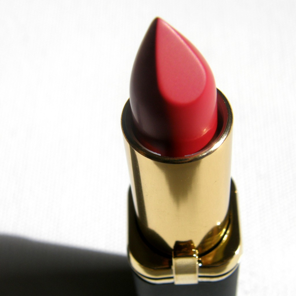L'Oreal Paris Color Riche Exclusive Pure Reds - Blake Close Up 2