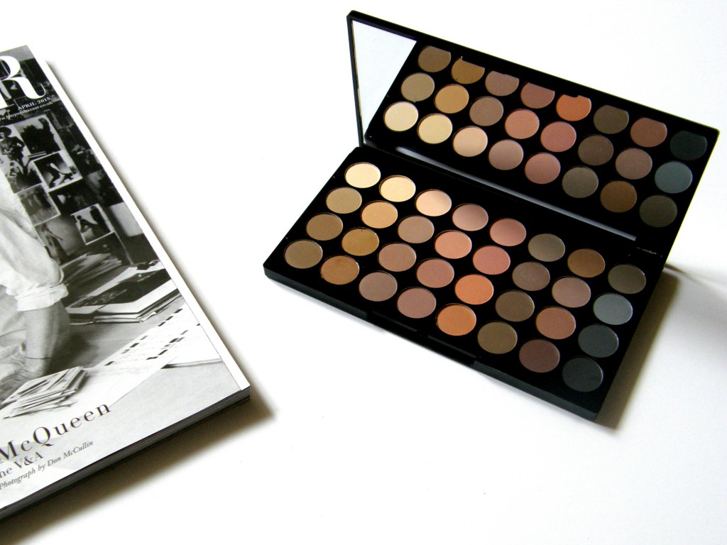 Makeup Revolution Haul Flawless Mattes Eyeshadow Palette