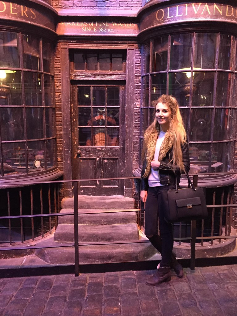 Warner Bros Studio Tour - The Making of Harry Potter Ollivander's