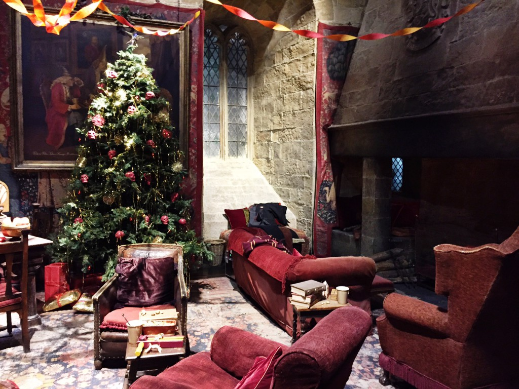 Warner Bros Studio Tour - The Making of Harry Potter Gryffindor Common Room