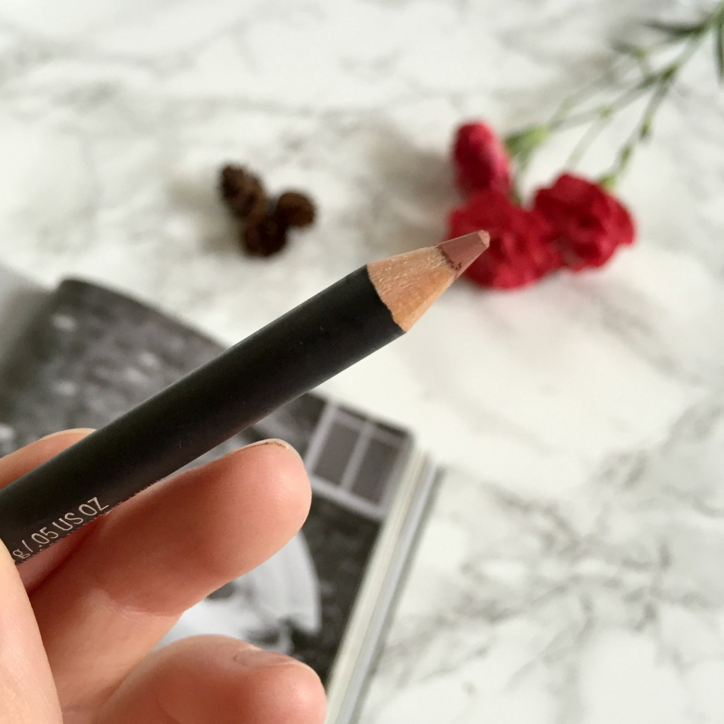 MAC Boldly Bare Lip Liner Close Up